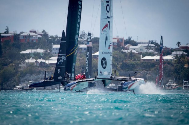 america s cup presented by luis vuitton j2 premi re victoire pour groupama team france land. Black Bedroom Furniture Sets. Home Design Ideas